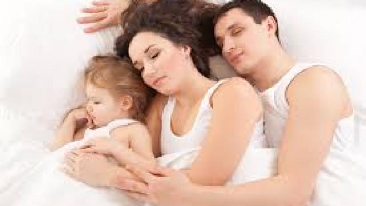 Κοιμάστε στο ίδιο κρεβάτι με το μωρό σας;