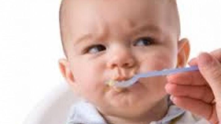 Οι πρώτες τροφές του βρέφους – Τι να του δώσετε και πότε